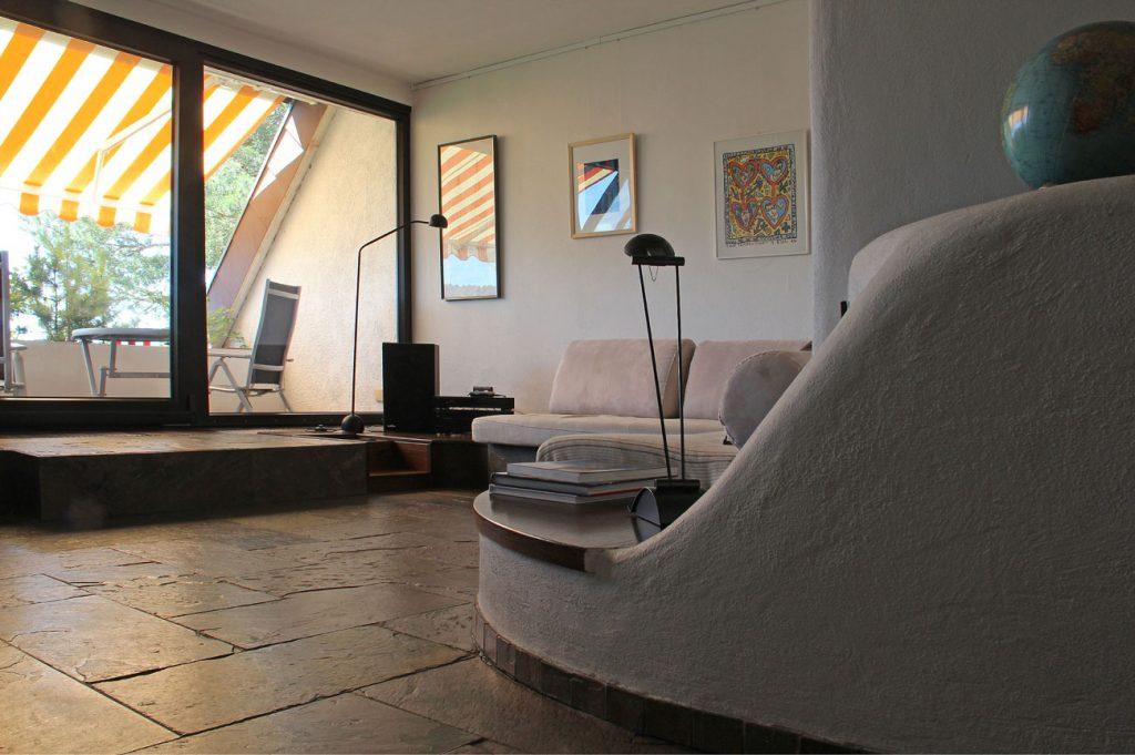 Eremitage Dahn Wohnzimmer mit Blick auf den Balkon